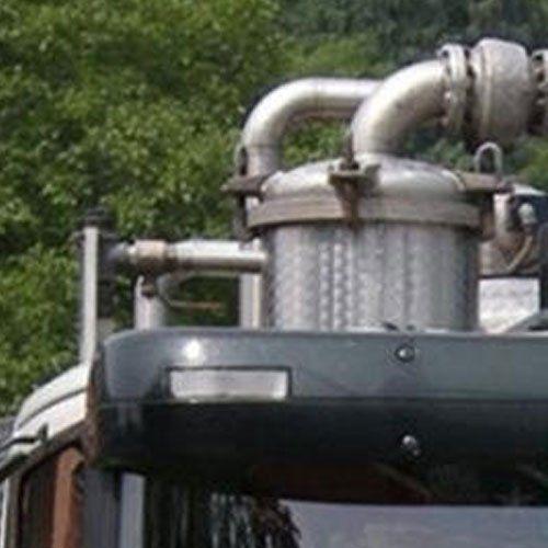 close up macchinario per trasporti di rifiuti liquidi