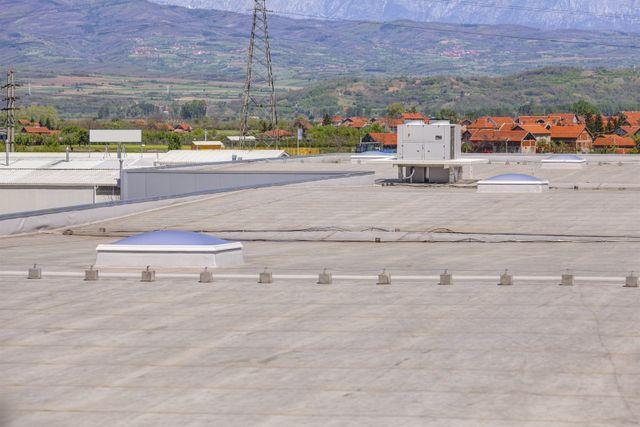 vista del tetto di un edificio industriale