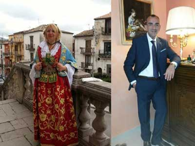 Uomo e donna con diversi costumi e pose