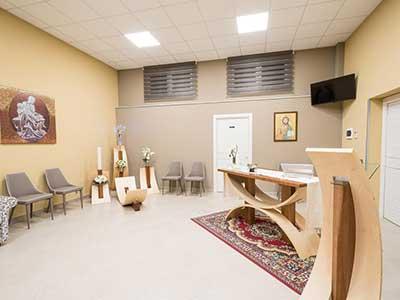 Sala di riunione per condividere gli ultimi riti nella memoria del defunto