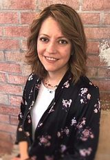 Roxanna Maddux is director of inventory and promos at Cass and Company Salon in Avon, Indiana.
