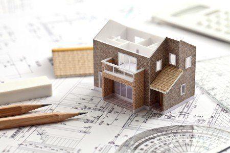 disegno tecnico, matite, modello di una casa di legno