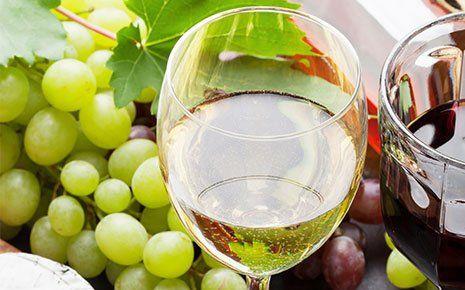 Vino bianco sul tavolo RISTORANTE AL NUMERO 13 Località Belvedere di Roverbella (MN)