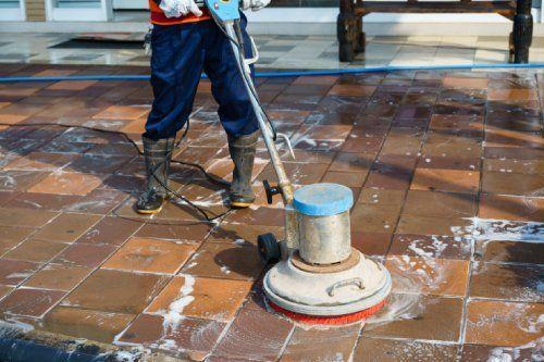 pulizia pavimento in cotto