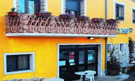 Vista frontale della Trattoria Bar U Crischt a Ripabottoni