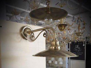 dei lampadari dorati
