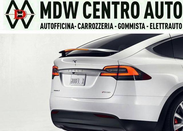 una locandina con scritto MDV Centro Auto