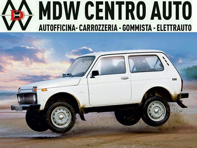 una jeep bianca e la scritta MDW Centro Auto