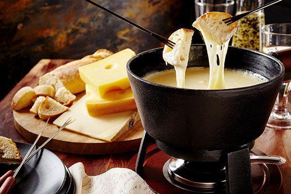 Tradizionale fondute di formaggi per condividere