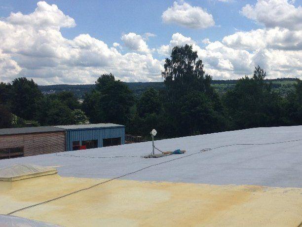 Dachsanierung/Flachdachsanierung mit PUR-Dachspritzschaum