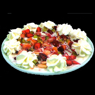 Fiordilatte, frutta fresca, salsa di fragol e panna
