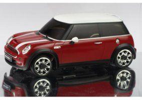 un modellino di una Mini Cooper bordeaux