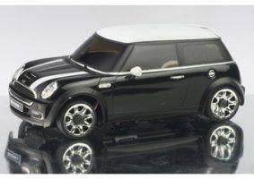 un modellino di una Mini Cooper nera