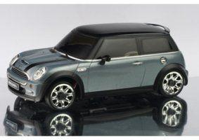 un modellino di una Mini Cooper grigia scura