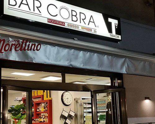 esterno del bar il Cobra di sera