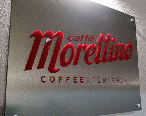 un pannello con una scritta Caffe' Morettino Coffeexperience