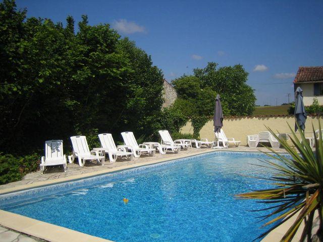 pool at la grange du moulin child friendly gites