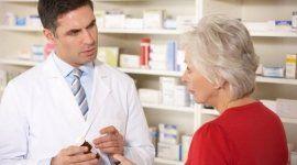 farmacista con paziente