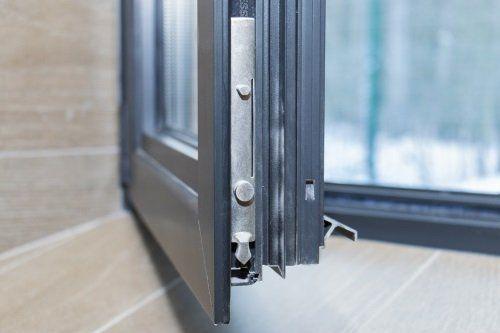 uno spigolo di una porta finestra