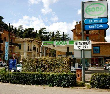 stazione di rifornimento carburante