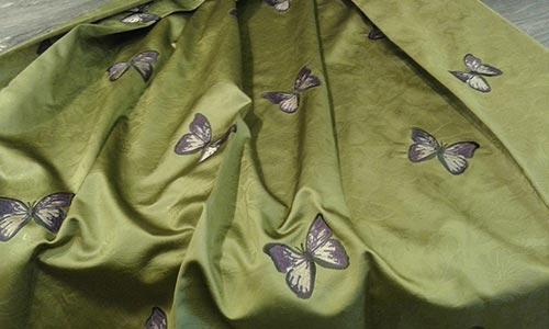 tessuto verde con farfalle