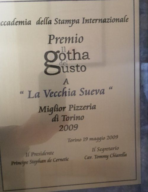 """uno certificato con scritto """"La vecchia Sueva"""" Miglior pizzeria di Torino 2009"""
