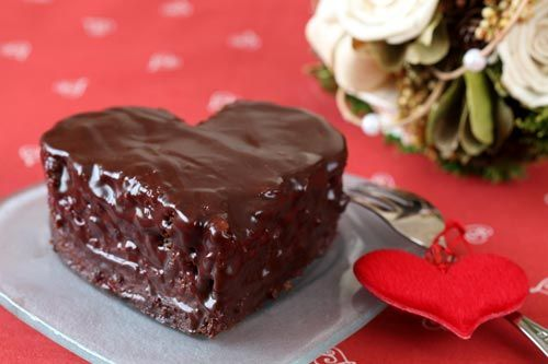 torta al cioccolato a forma di cuore