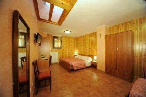Camere Pescasseroli : Camere singole e matrimoniali pescasseroli aq albergo pensione paola