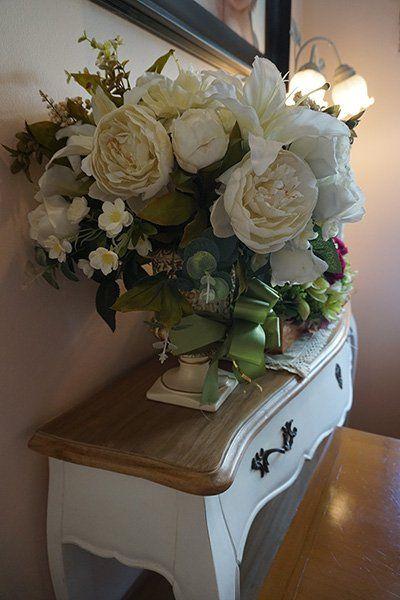 Vaso da fiori bianchi
