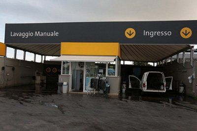 Lavaggio manuale Auto 2000 srl a Triggiano, BA