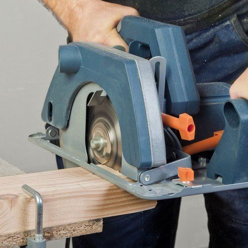 An electric handsaw