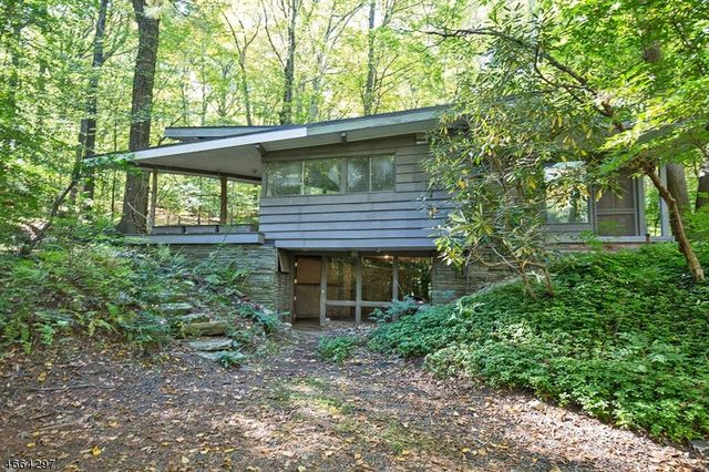 Mid Century Modern Home Saved From Wrecking Ball - Contemporary-house-architecture-to-get-surroundings-of-nature