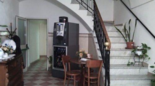 ingresso con rampa di scale  della casa di cura