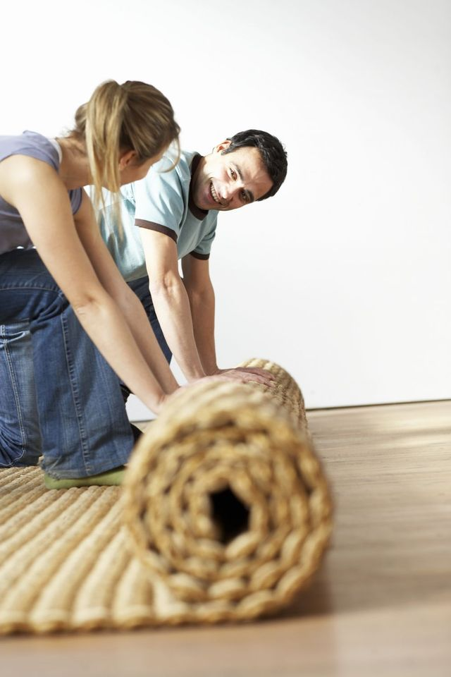 Couple laying carpet in Auckland