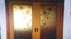 porta con vetro decorato