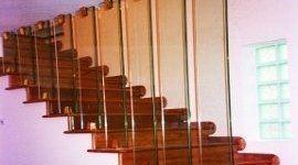 scalinata con divisorio in vetro
