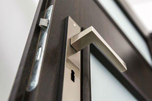 una maniglia di una porta