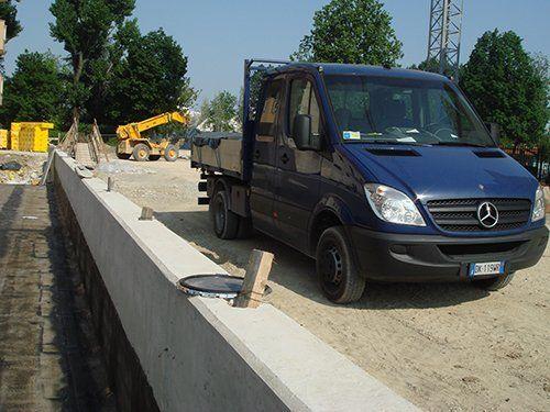 Veicolo di Haldeda Coperture in cantiere a Varese