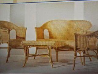 Mobili e sedie da giardino in vimini