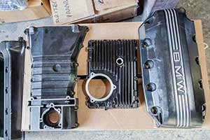 un motore disassemblato