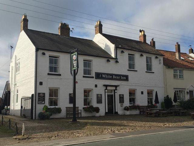 local-pubs-york-north-yorkshire-the-white-bear-inn-pub-food