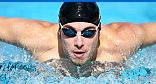 Nuotatore con occhialini