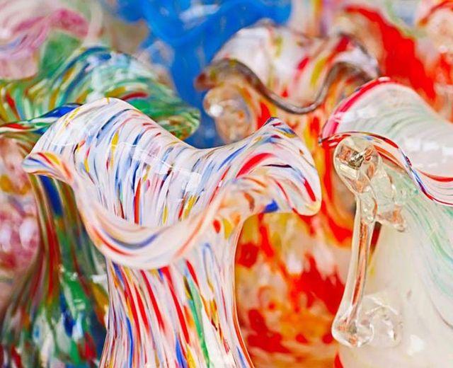 delle realizzazioni multicolore  in vetro di Murano