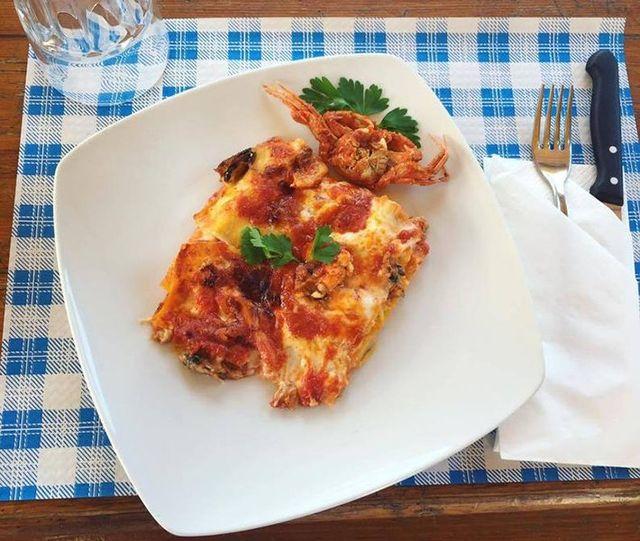 un piatto di lasagne