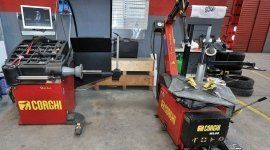strumenti per la riparazione di auto e moto