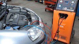 Revisione del motore di un'auto
