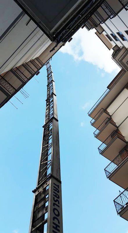 Elevatore a noleggio de La Rapida Traslochi a Nocera Inferiore