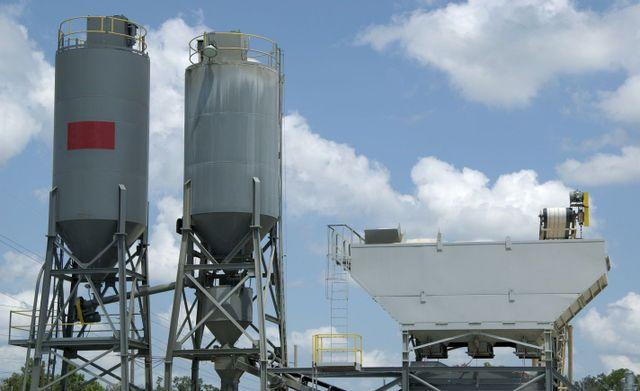 Concrete & cement mixing plant
