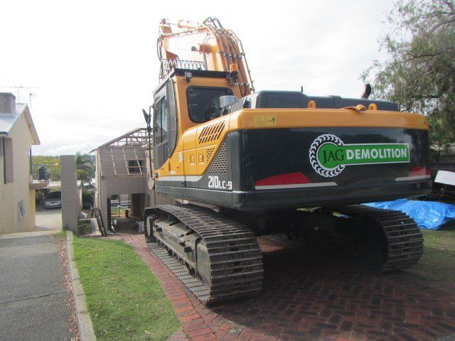jag demolition excavator at site