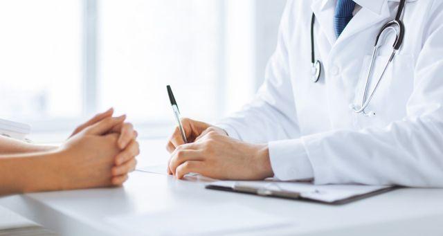 dottore consultazione paziente